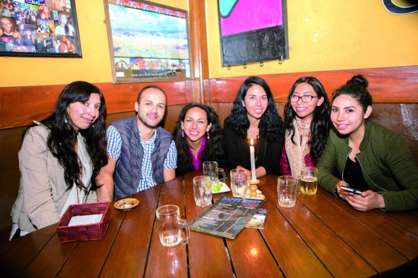 Pamela, Cesar, Marcela, Malena, Anahí y Daniela.