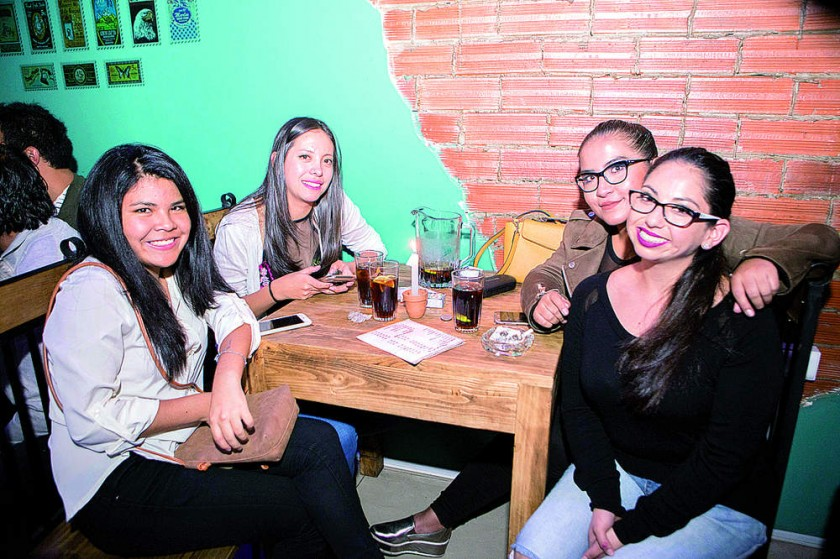 Carla, Jhesica, Fernanda y Laura.