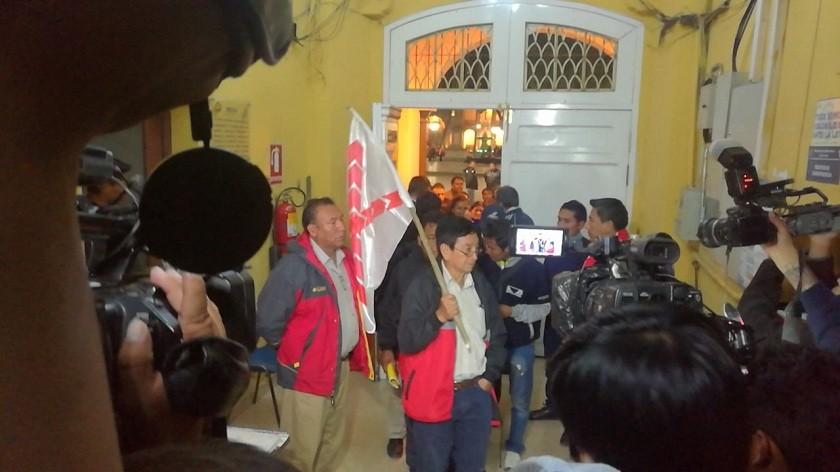 La comisión de Chuquisaca que ingresó a la reunión está conformada por 25 personas. FOTO: Richard Mamani