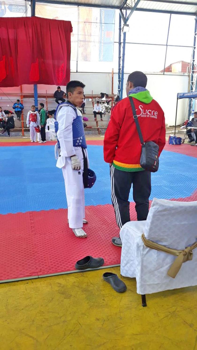 El taekwondista Jesús Marci antes de su combate final. Samanta Velásquez logró el oro e Iván Mancilla el...