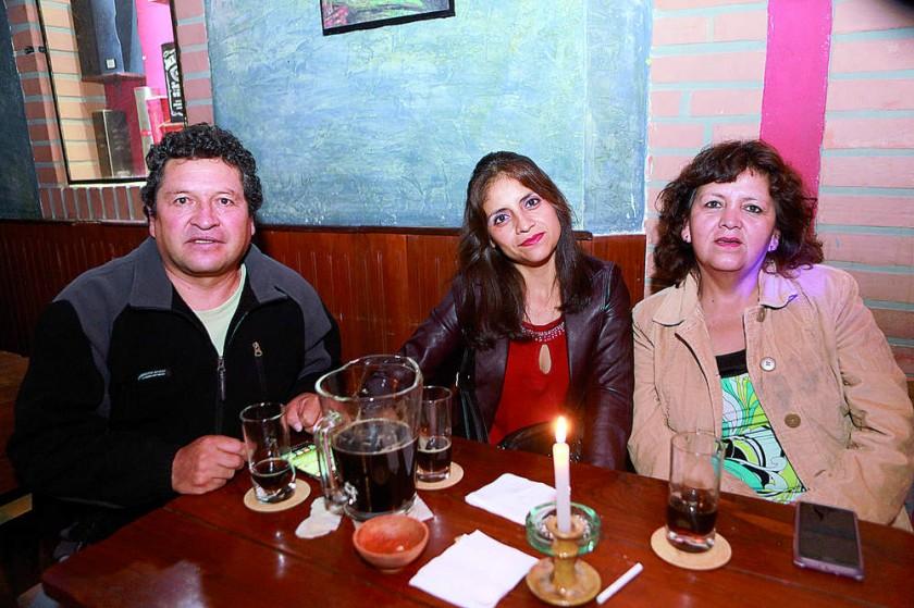 José Montesinos, Karina Arciénega y Eva Cervantes.