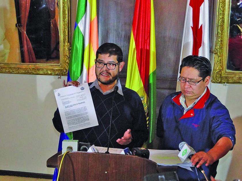 CONFERENCIA. El secretario de la Gobernación, Felipe Molina, lamentando el nuevo estudio