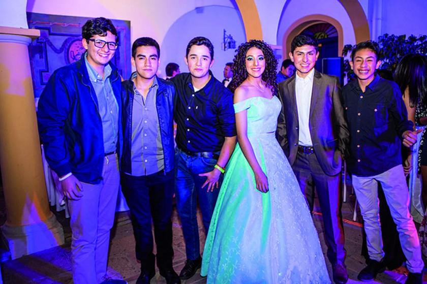 Nicolás Auza, Augusto Lora, Diego Salles, Sofía Álvarez, Luciano Jesús e Ignacio Moreno.?