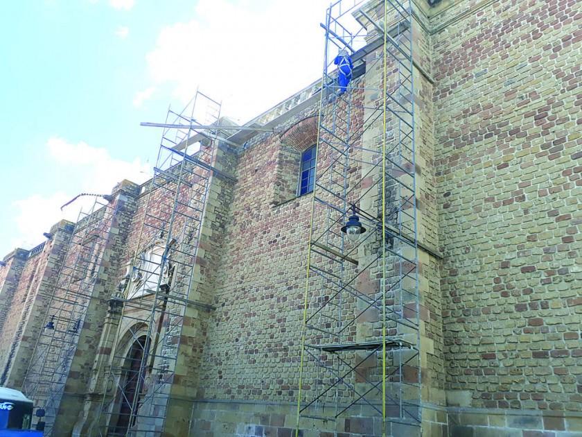 REFACCIÓN. Trabajos de refacción en la Iglesia de la Merced y San Felipe Neri, son realizados por la Escuela Taller...