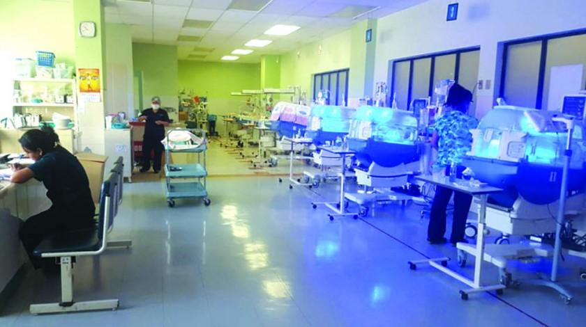 HOSPITALIZADOS. Los bebés están bajo cuidados intensivos.