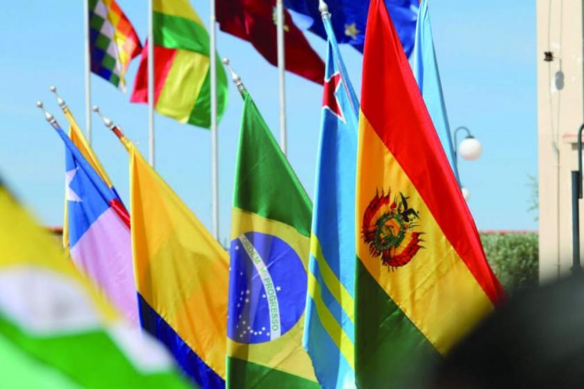 La bandera de Bolivia, como país anfitrión, en una ceremonia del recorrido del fuego sudamericano.