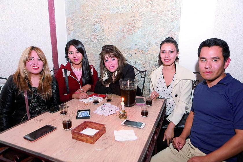 Andy, Paola, Shannon, Carla y Pablo.