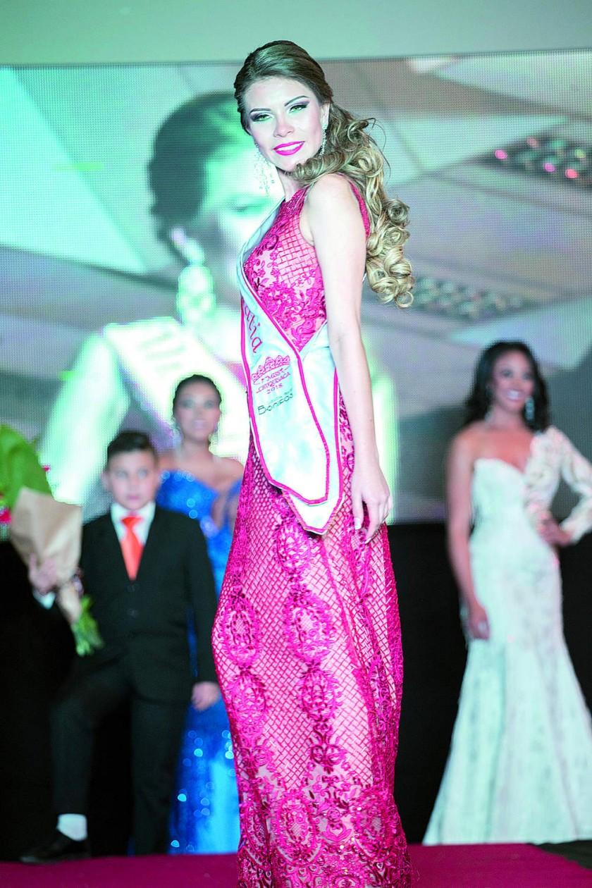 Victoria Barrientos, Miss Simpatía, de Sucre.