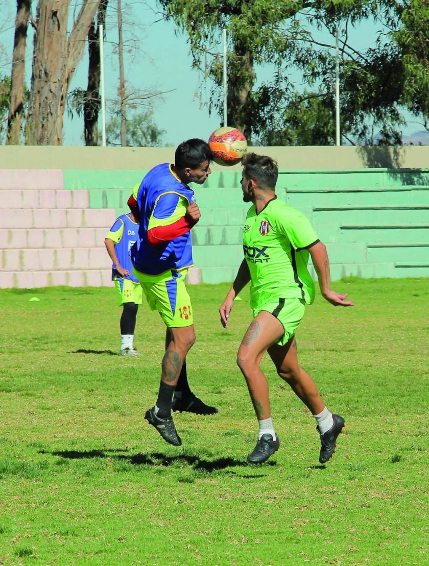El equipo albirrojo entrenó ayer, en la cancha de Fancesa. Mañana enfrenta a Junín.