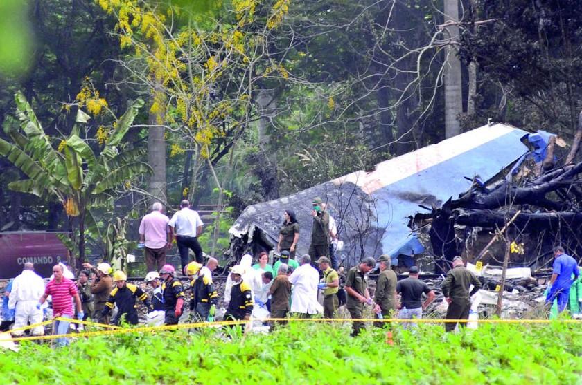 LA HABANA. Antes de que llegaran los rescatistas, los primeros en acudir a retirar los cadáveres y ayudar a los...