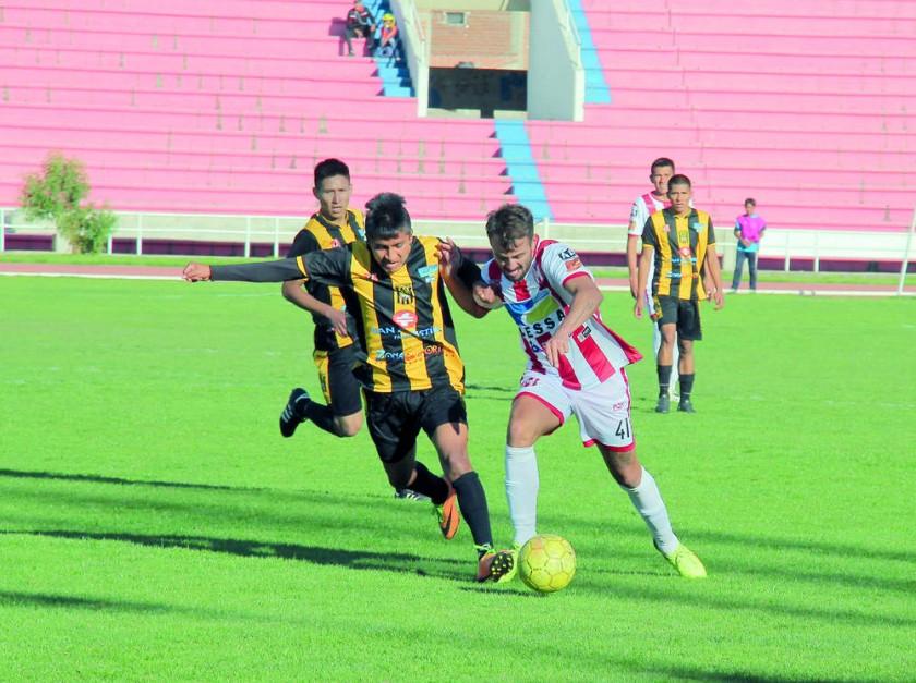 El puntero Independiente ganó ayer por la mínima diferencia a Junín, en el estadio Patria...
