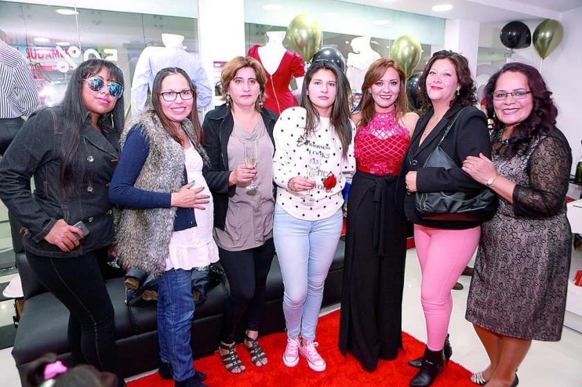 Kelly Olivera, Roxana Padilla, Cristina Zuvieta, Valeria Ramírez, Naida Martínez, Ivette Mendoza y Jaqueline Cabrera.