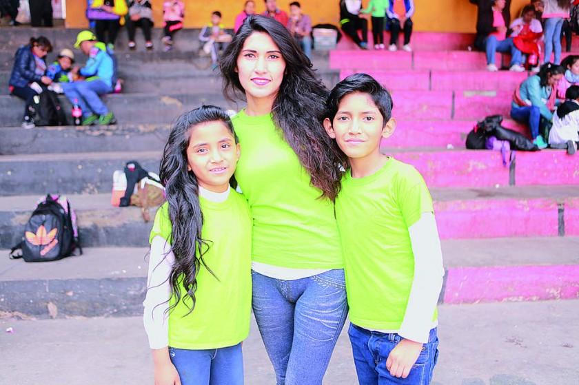 Indira Suárez, Cinthia Delgadillo y Bruno Suárez.
