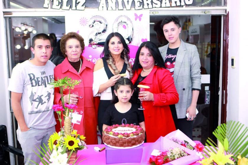 Tatiana Zárate junto con su familia.