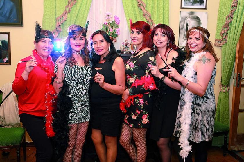 Ivonne Martínez, Rose Marie Gardeazabal, María Eugenia Arancibia, Sídney Ortega, Jimena Ortega y Maya Ortega