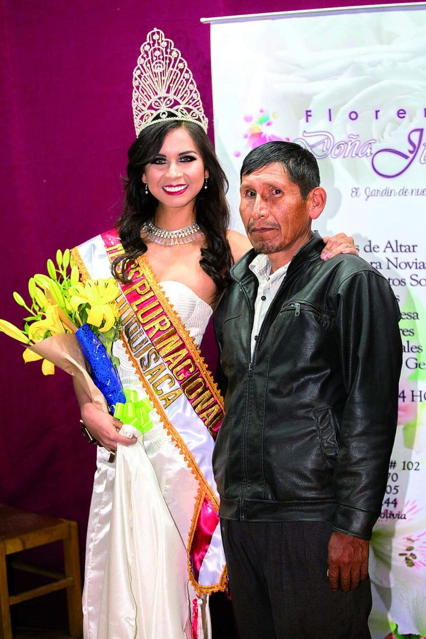 Cesia Zárate junto a su padre Luís Zárate Labrandero.
