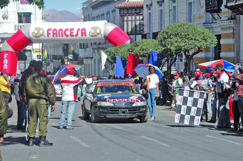 En la plaza 25 de Mayo inicia y concluye el CIrcuito Oscar Crespo.