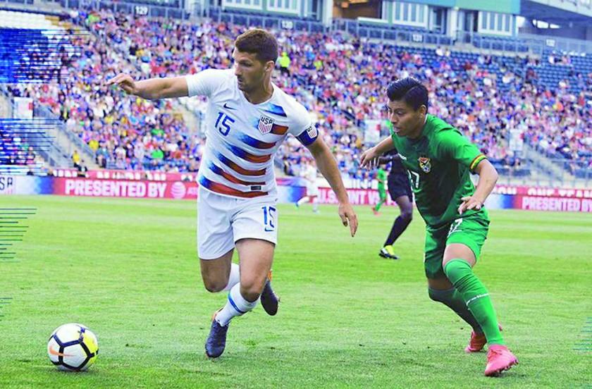 Un pasaje de cotejo jugado anoche en Estados Unidos, entre la selección norteamericana y la Verde.