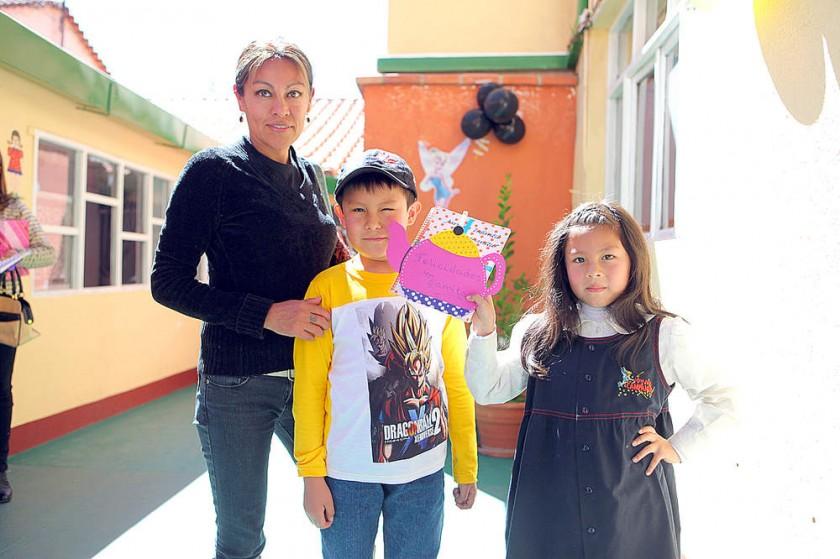 Daysi Terán, Santiago y Fernanda Loayza.