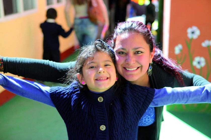 Alison Bustamante y Lourdes Lora.