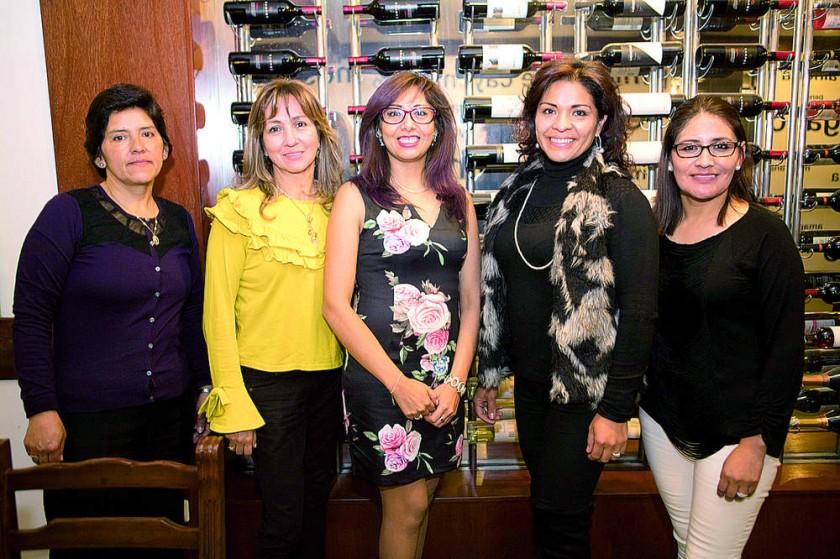 Lourdes Torrico, Jenny Vargas, Patricia Crespo, Teresa Iñiguez y Susana Quispe.