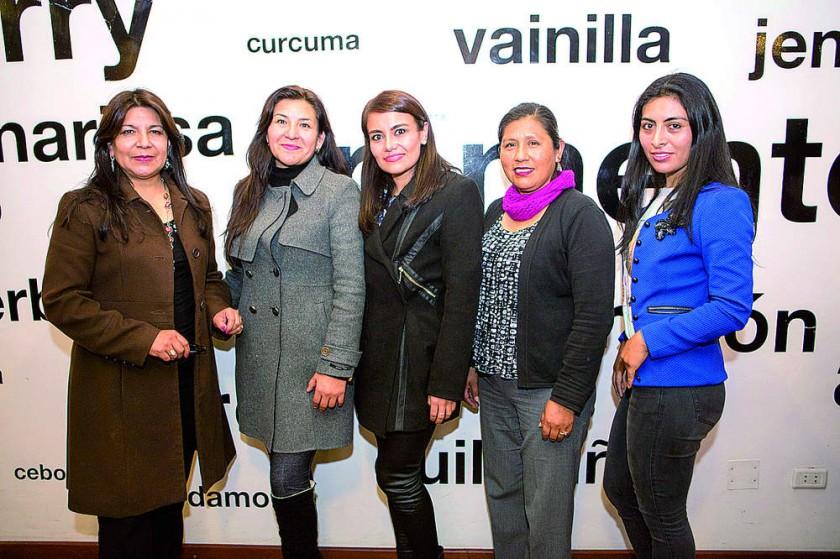 María Orellana, Vania Terán, Cibeles Barrancos, Elfi Zabala y Leidy Sandoval.