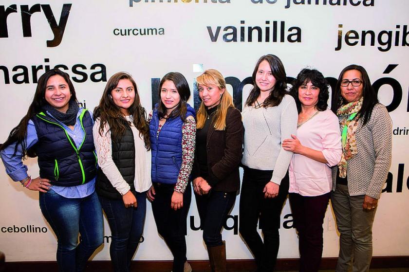 Constanza Villarroel María de los Ángeles Martínez, Angie Muñóz, Rosario Santos, Ruth Gonzales, Sandra Ortiz y Ruth...