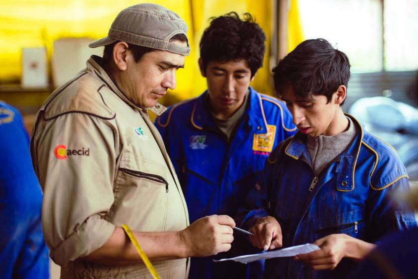 FORMACIÓN. En dos décadas egresaron más de 1.000 jóvenes, 500 titulados con certificación, habiendo recibido una...