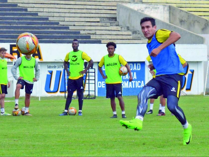 """Los jugadores del """"Tigre"""", que tienen la oportunidad de alzar la copa de la Liga esta tarde."""