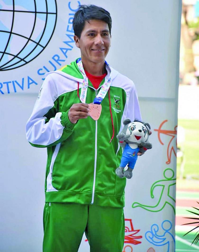 Los atletas bolivianos Ángela Castro, Ronal Quispe, Irma Vila y Vidal Basco subieron ayer al podio de los Juegos...