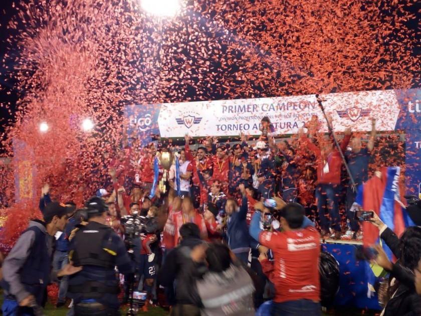 Wilstermann obtuvo el ansiado título en Sucre. FOTO: CORREO DEL SUR