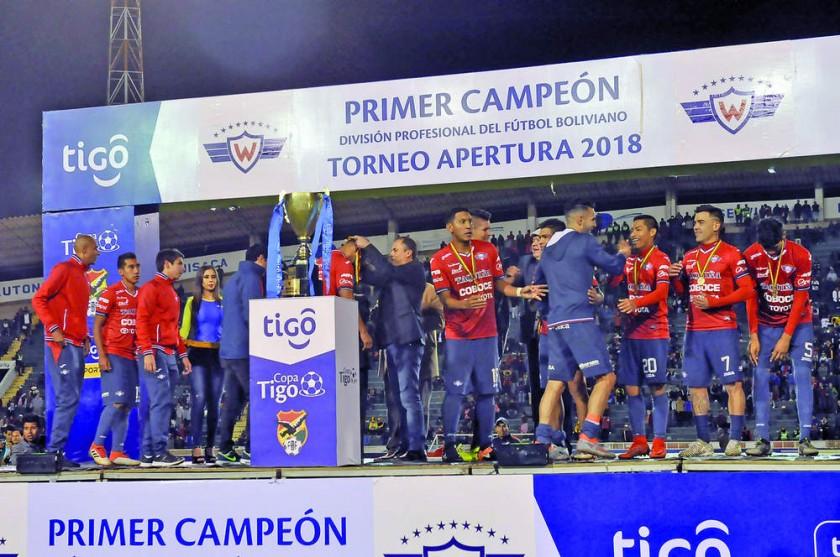 La premiación se realizó al final del partido, en el mismo campo de juego.