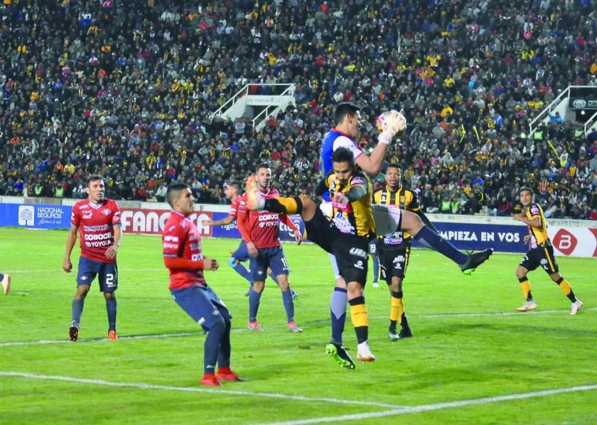 El partido quedó igualado 2-2 en el tiempo reglamentario.
