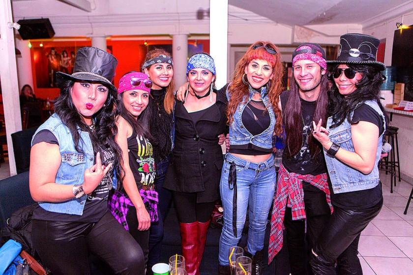 El vocalista Fabián Ruck junto a su mejor grupo de fans.