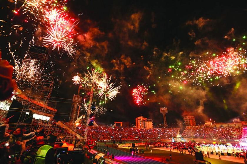 CLAUSURA. Juegos pirotécnicos en Cochabamba despidieron la cita deportiva; en 2022 se realizará en Paraguay.