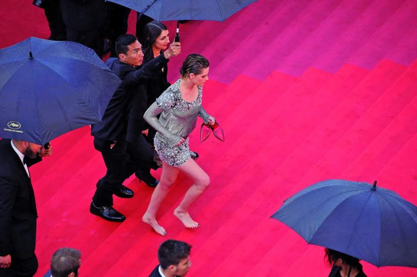 """Kristen Stewart (c) llega al estreno de """"BlacKkKlansman"""" en el 71º Festival de Cine de Cannes. EFE/Andreas Rents..."""