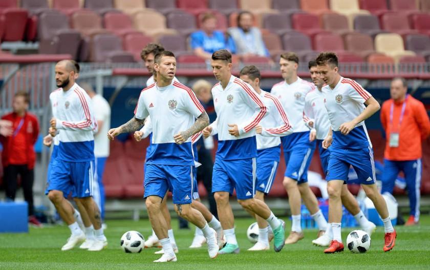 Rusos y árabes disputarán hoy el partido inaugural del Mundial, en el estadio Luzhniki de Moscú.