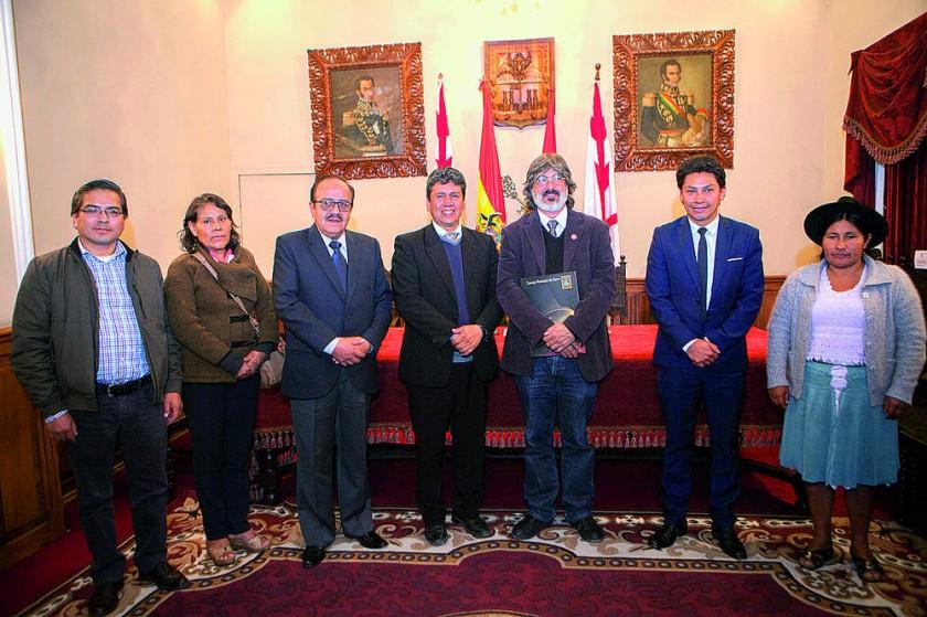 Efraín Balcera, Teresa Sandy, Omar Montalvo, Iván Arciénega, Bernardo Gantier,  Pablo Arízaga y Juana Maldonado.