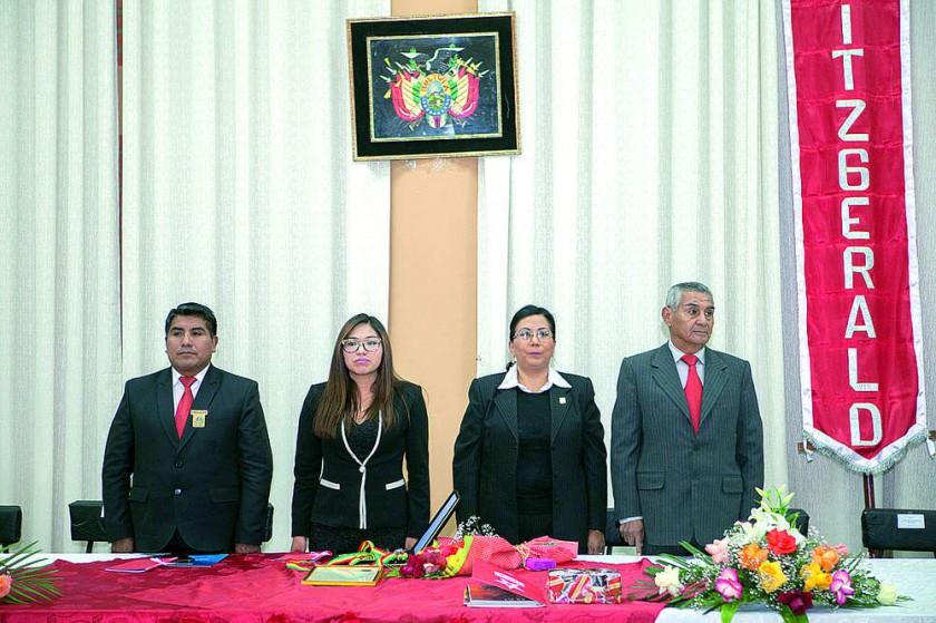 Autoridades: Humberto Tancara, Yesenia Yarhui, Gladys Paredes y Oscar Berríos.