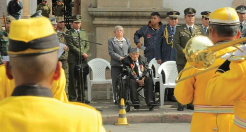 HOMENAJE. Desfile en la plaza 25 de Mayo en conmemoración al 83 aniversario del cese de hostilidades.