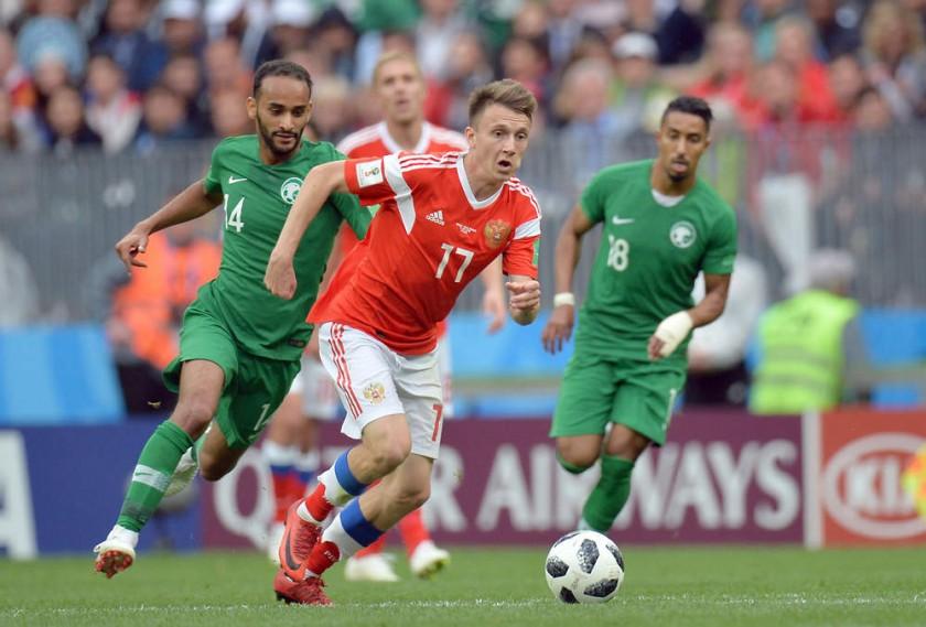 Aleksandr Golovin se encargó de anotar un gol y asistir para otro en la goleada de Rusia