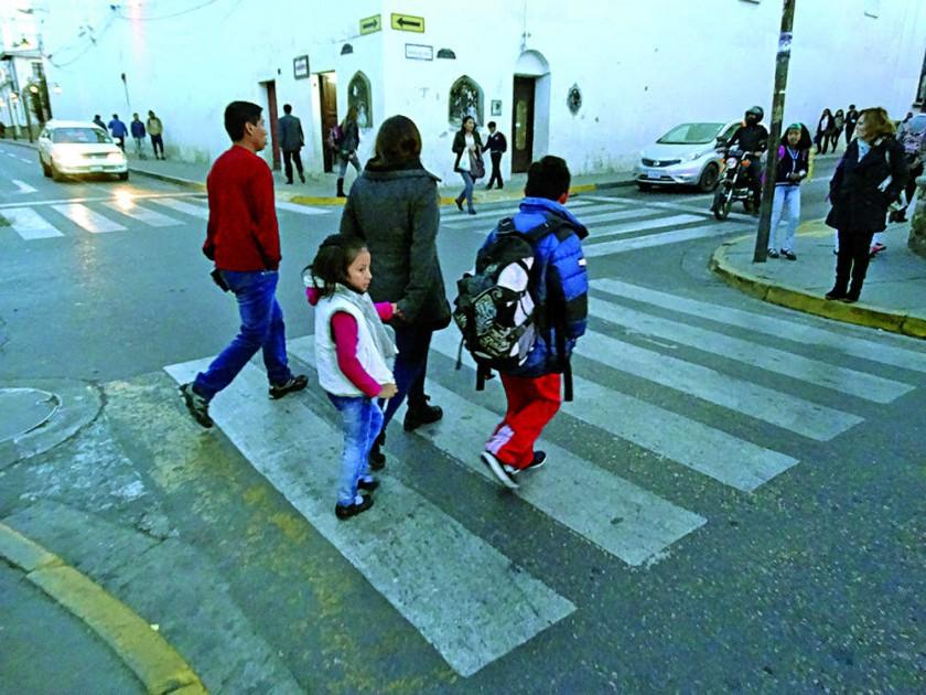 EDUCACIÓN. Recomiendan que los estudiantes vayan a clases con prendas abrigadas.