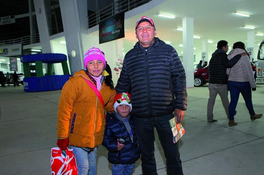 Wanda, Alexander y Juan Carlos Alarcón.