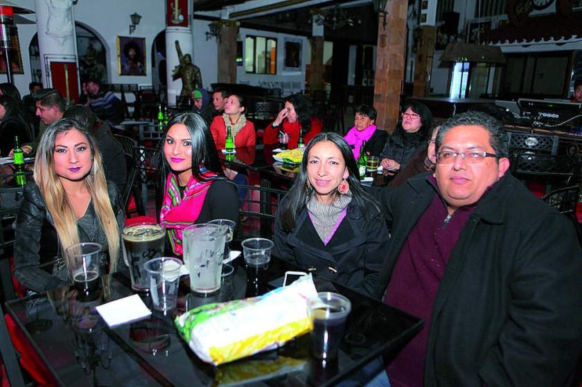 Ester Vargas, Fabiola Ortuño, Gabriela Boutier y Omar Basagoitia