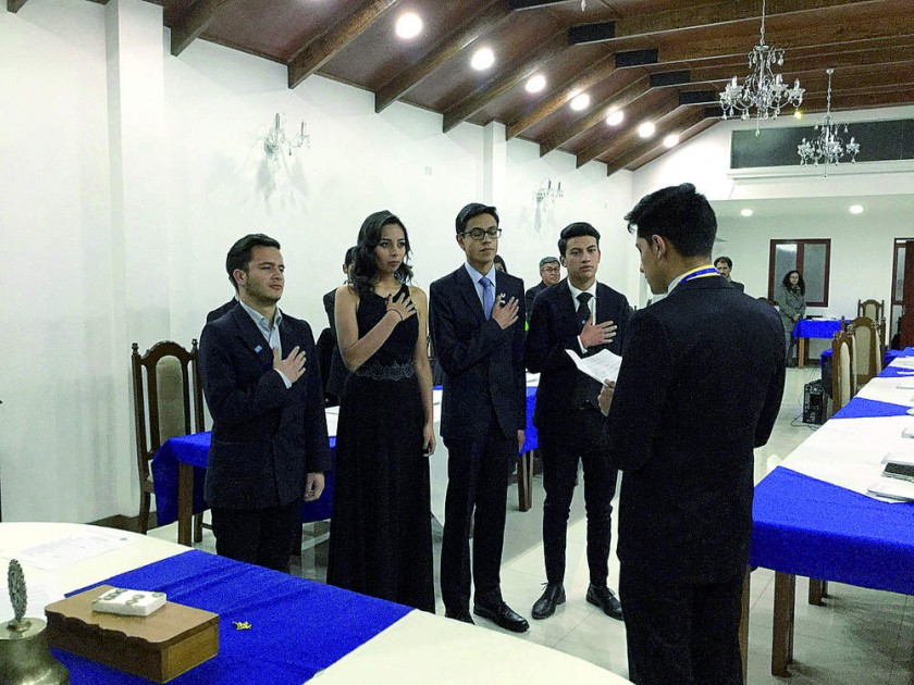 Posesión: Mateo Arce, vicepresidente; Monserrat Rosas, secretaria; Bernardo Gallo, tesorero y Joaquina Barrón, Comité...