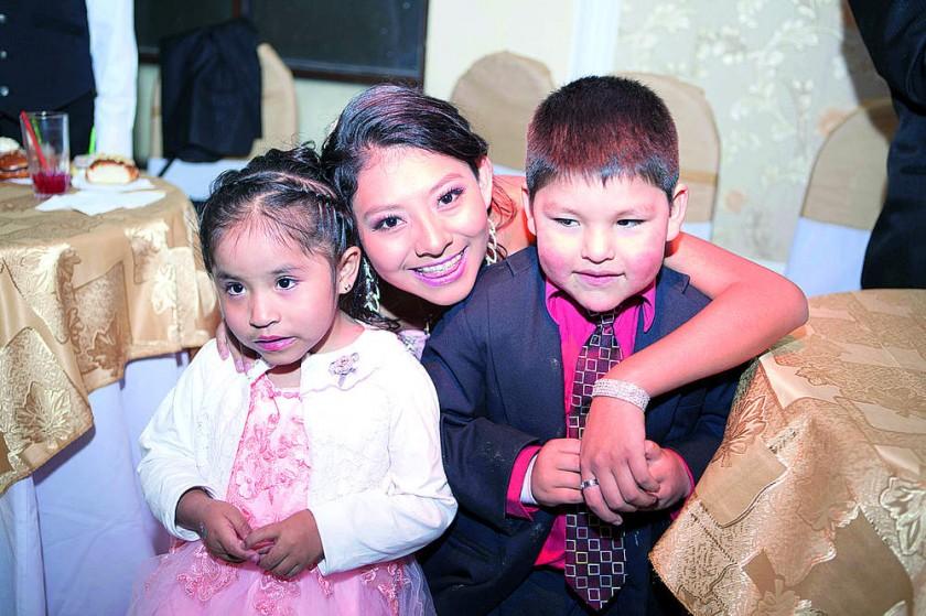 Valeria Abecia, Carla Huanca y Joel Cruz.