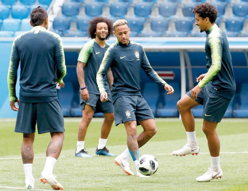 Los brasileños, preparándose para el partido de hoy.