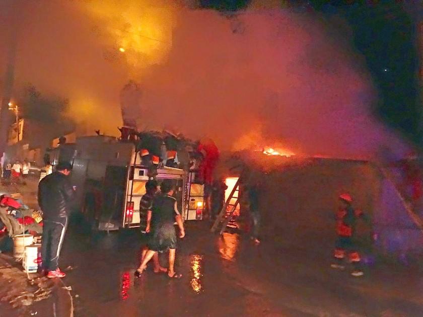 SAN JUAN. El incendio en el barrio Patacón, que fue mitigado después de dos horas de trabajo