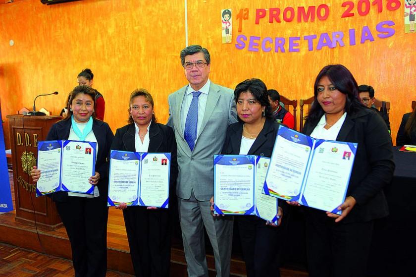 Carolina Vargas, María del Carmen Colque, Eduardo Cortez, Luzgarda Fernández y Ana Luz Pérez.
