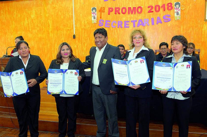 María Acuña, Leonor Singo, Edwin Morales, Sonia Barrancos y Silvia Singo.